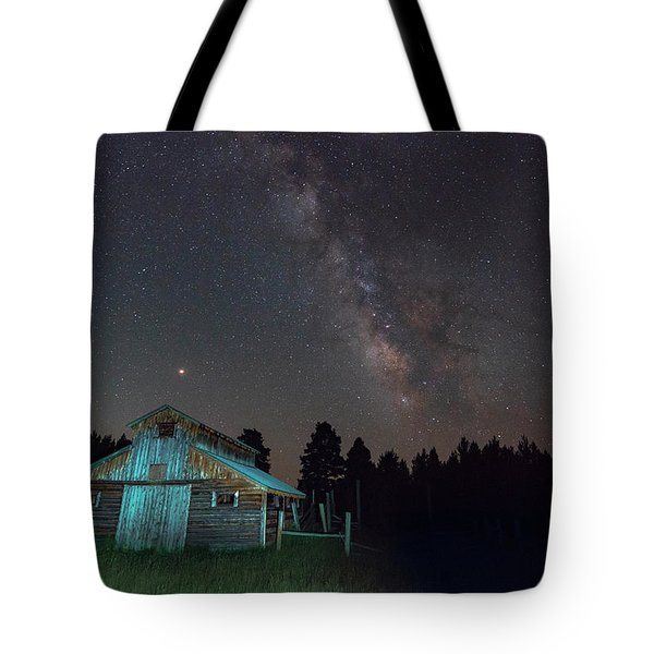 Tote Bag featuring the photograph Barn In Rocky by Gary Lengyel
