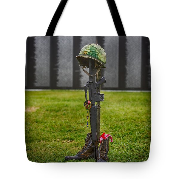 Battle Field Cross At The Traveling Wall Tote Bag by Paul Freidlund
