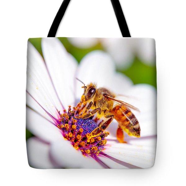 Beautiful Bee On Daisy Tote Bag
