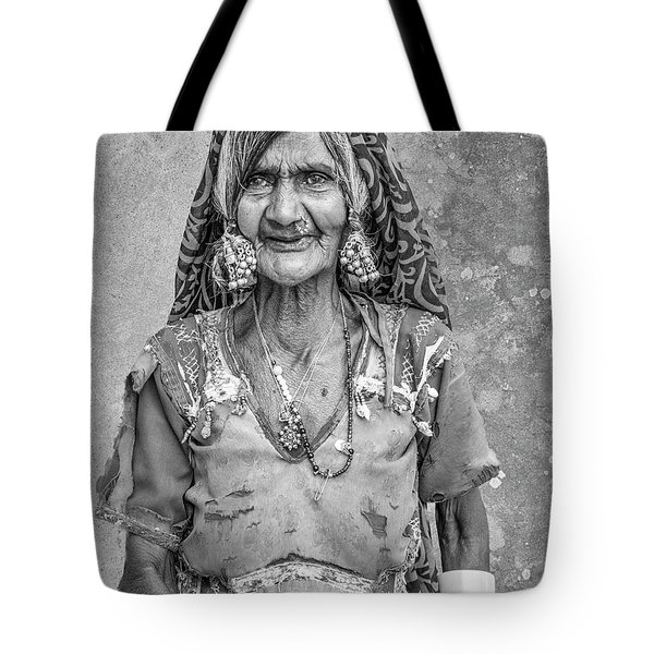 Beauty Before Age. Tote Bag