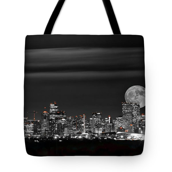 Beaver Moonrise In B And W Tote Bag