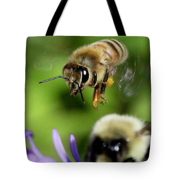 Bee In Flight  Tote Bag