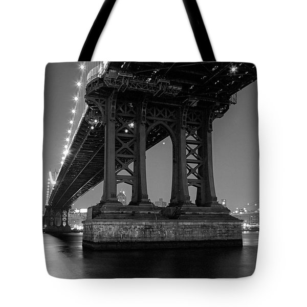 Black And White - Manhattan Bridge At Night Tote Bag by Gary Heller