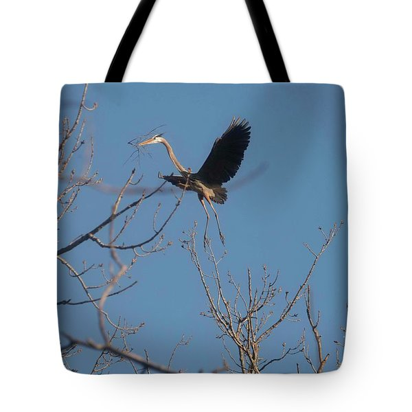 Tote Bag featuring the photograph Blue Heron Landing by David Bearden