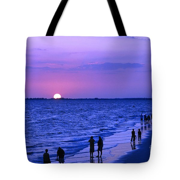 Blue Sunset On The Gulf Of Mexico At Fort Myers Beach In Florida Tote Bag