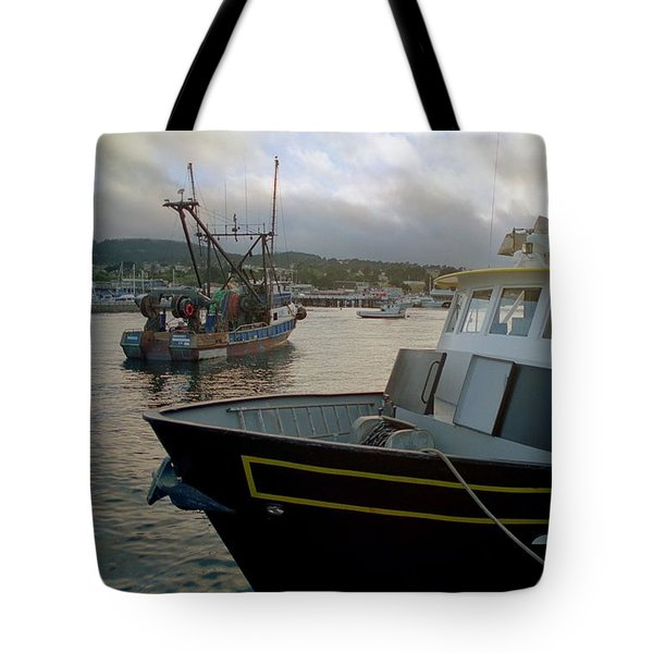 Bow And Stern Tote Bag