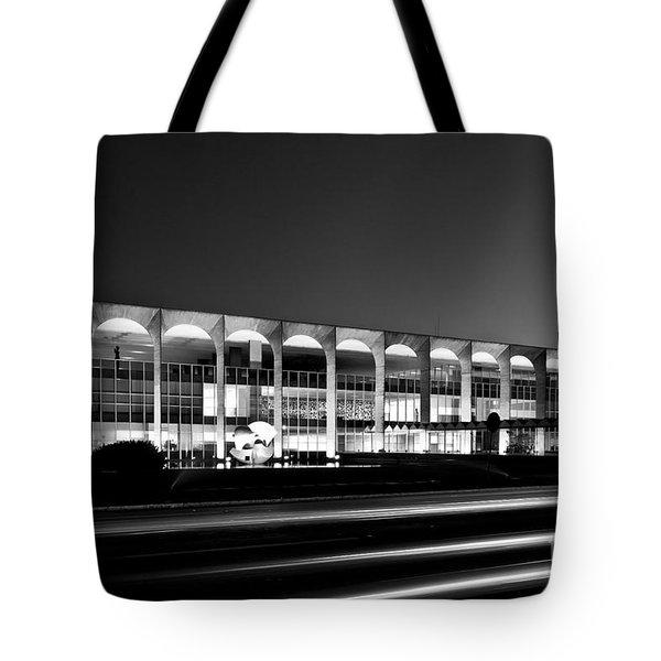 Brasilia - Itamaraty Palace - Black And White Tote Bag