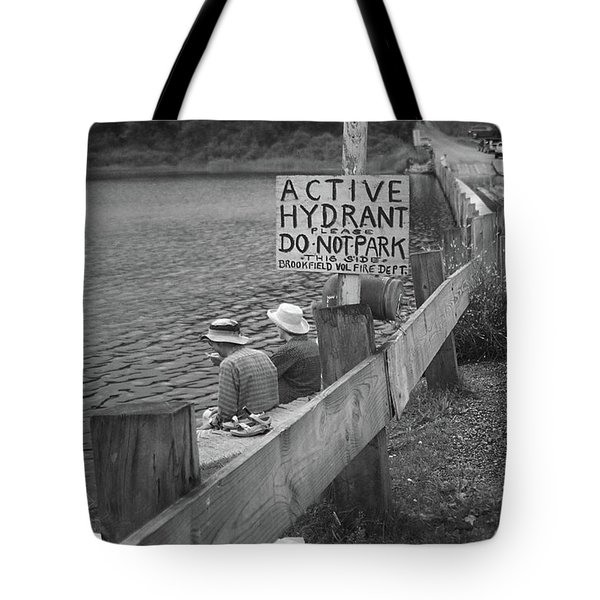 Tote Bag featuring the photograph Brookfield, Vt - Floating Bridge 4 Bw by Frank Romeo