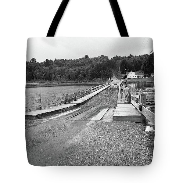 Tote Bag featuring the photograph Brookfield, Vt - Floating Bridge 5 Bw by Frank Romeo