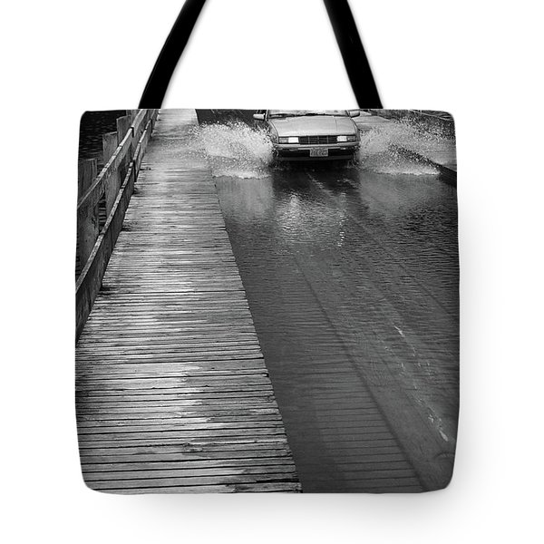 Tote Bag featuring the photograph Brookfield, Vt - Floating Bridge Bw by Frank Romeo