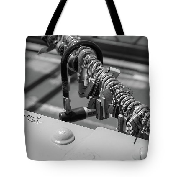 Brooklyn Bridge Love Locks In New York, New York Tote Bag
