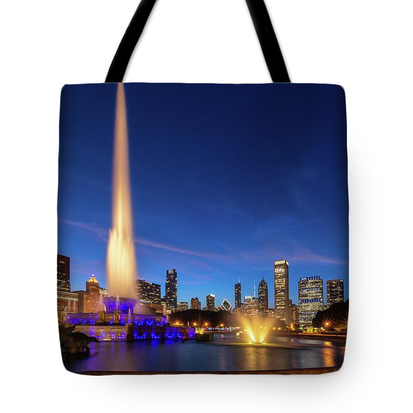 Buckingham Fountain At Dusk Tote Bag