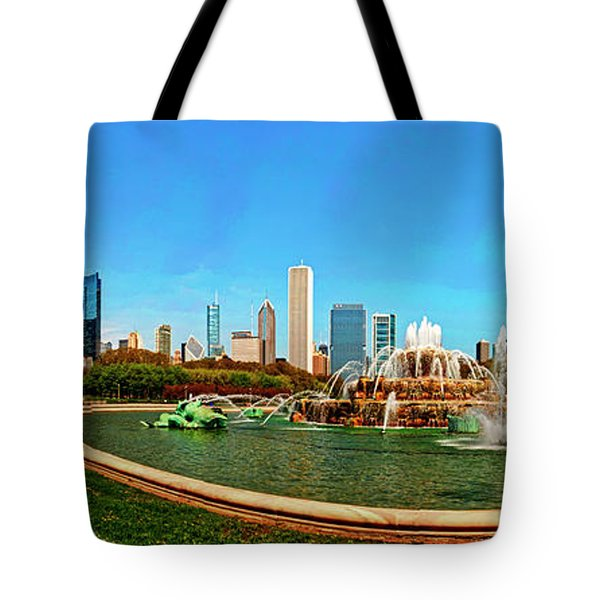 Tote Bag featuring the photograph Buckingham Fountain Chicago Grant Park by Tom Jelen