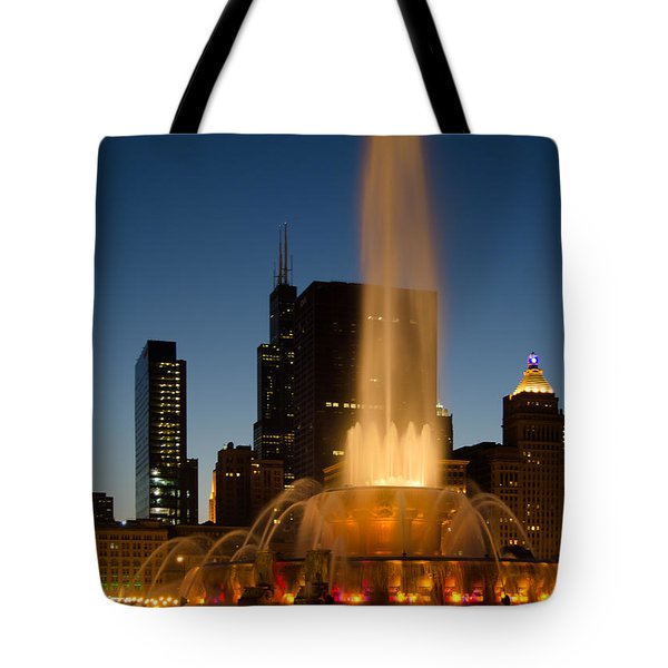 Night Time At Buckingham Fountain Tote Bag