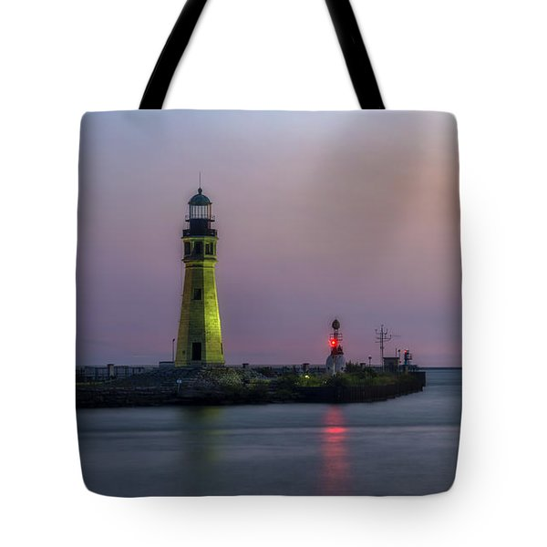 Tote Bag featuring the photograph Buffalo Main Light by Mark Papke