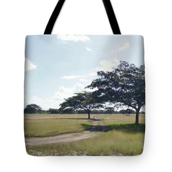 Camino En La Pradera Tote Bag