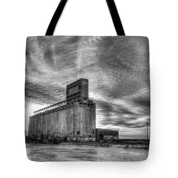 Cargill Sunset In B/w Tote Bag