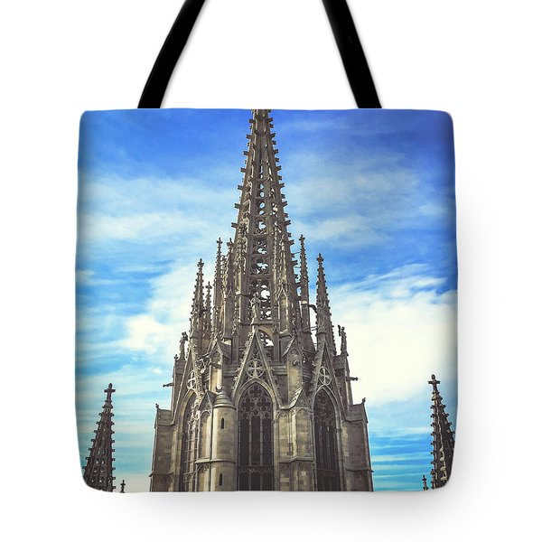 Tote Bag featuring the photograph Catedral De Barcelona by Colleen Kammerer
