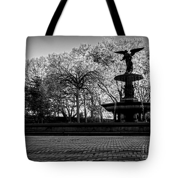 Central Park's Bethesda Fountain - Bw Tote Bag