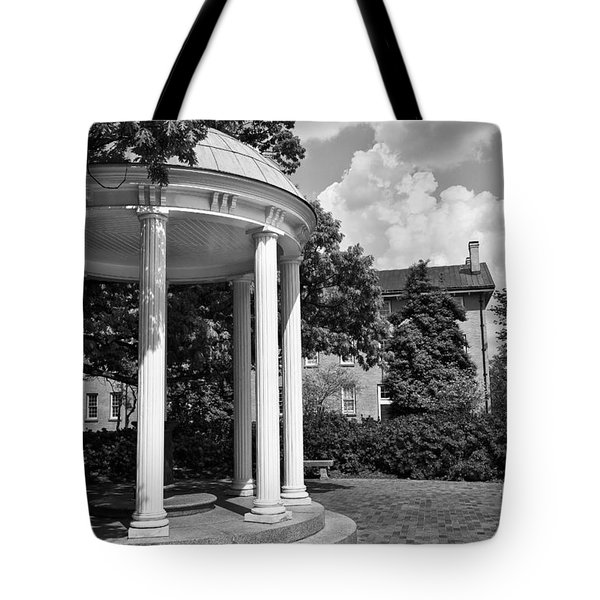 Chapel Hill Old Well In Black And White Tote Bag