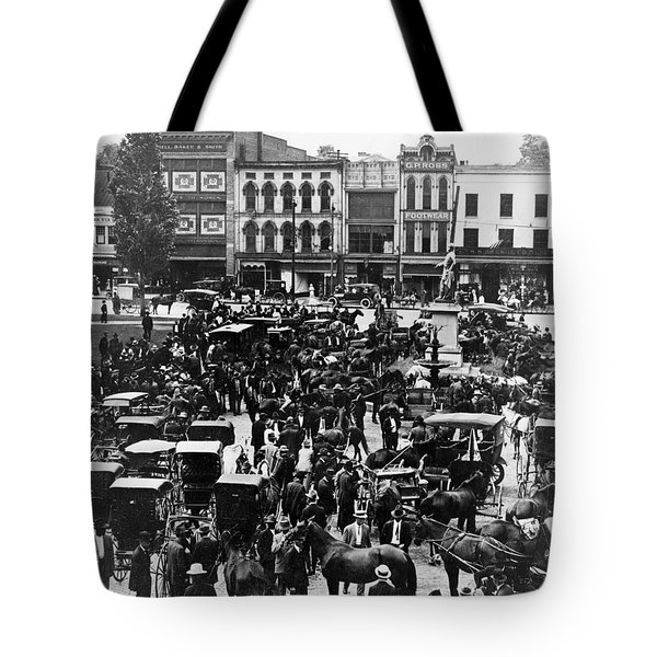 Cheapside Public Square In Lexington - Kentucky - April 7  1920 Tote Bag by International  Images