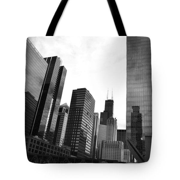 Chicago River And Willis Tower Tote Bag