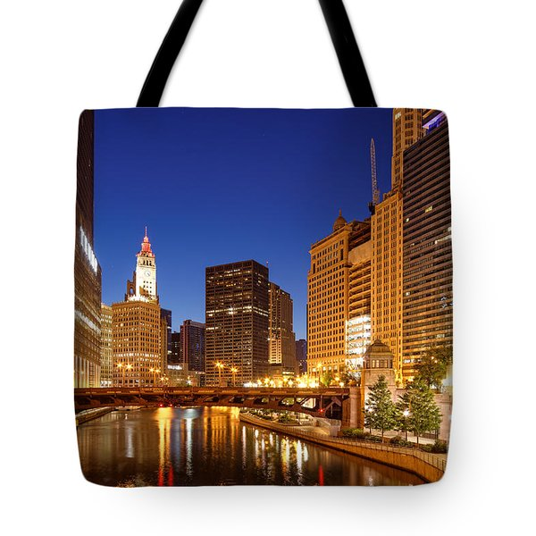 Chicago River Trump Tower And Wrigley Building At Dawn - Chicago Illinois Tote Bag
