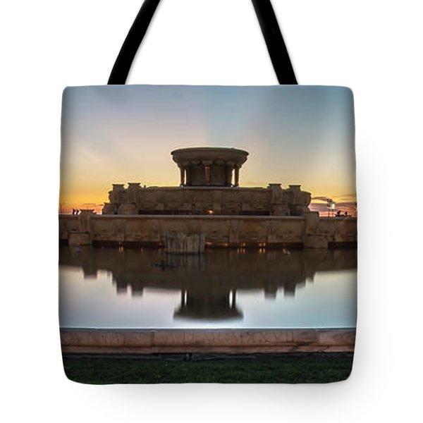 Chicago's Buckingham Fountain At Dawn  Tote Bag