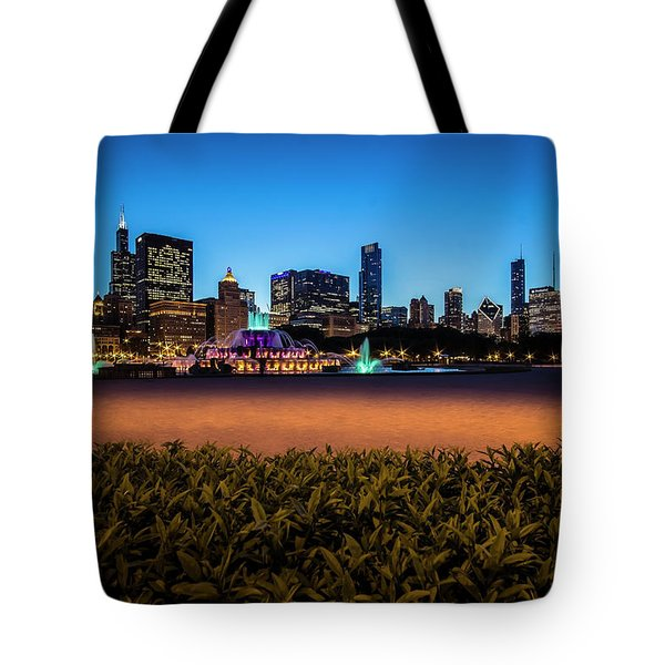 Chicago's Buckingham Fountain At Dusk  Tote Bag