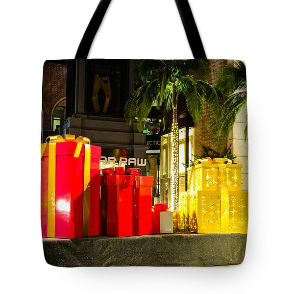 Tote Bag featuring the photograph Christmas In Beverly Hills by Robert Hebert