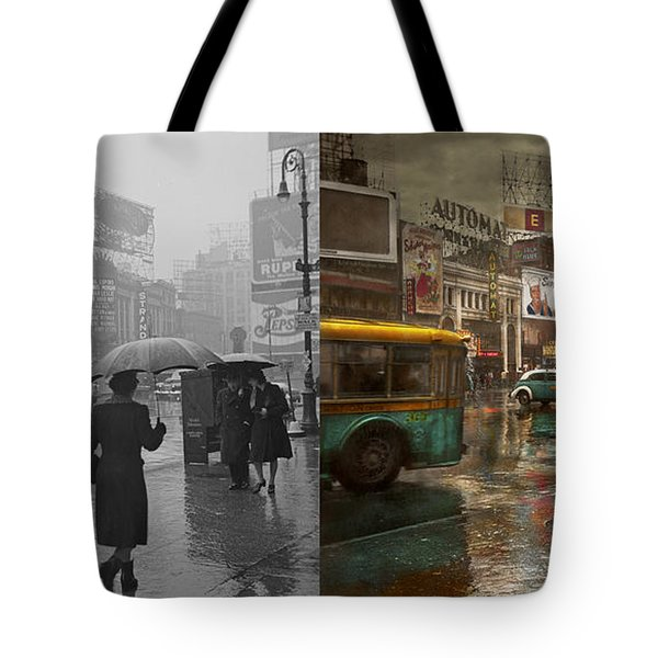 City - Ny - Times Square On A Rainy Day 1943 Side By Side Tote Bag