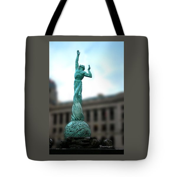 Tote Bag featuring the photograph Cleveland War Memorial Fountain by Terri Harper