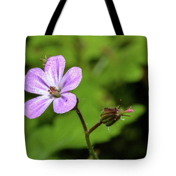 Close Up Of Shining Cranesbill A Tote Bag