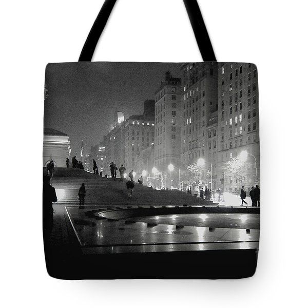 Closing At The Met Tote Bag by Sandy Moulder