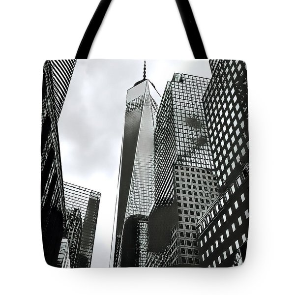 Commuters' View Of 1 World Trade Center Tote Bag