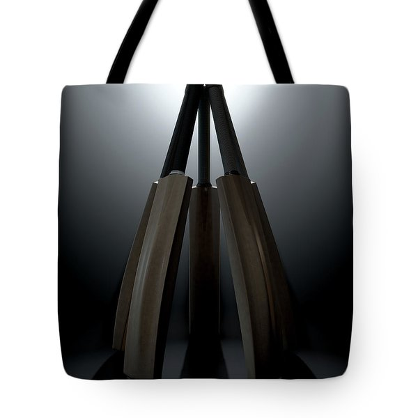 Cricket Back Circle Dramatic Tote Bag