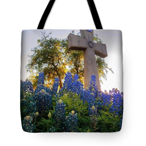 Da225 Cross And Texas Bluebonnets Daniel Adams Tote Bag