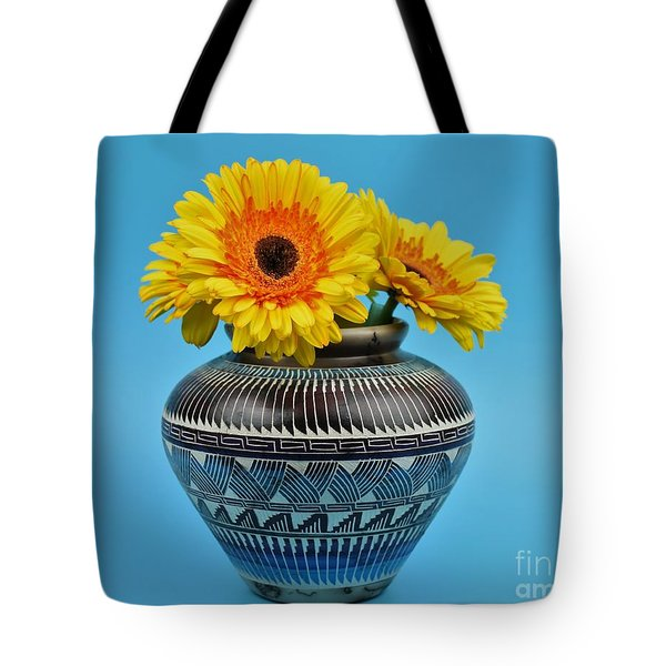 Daisies Displayed In Navajo Native American Vase Tote Bag by Ray Shrewsberry
