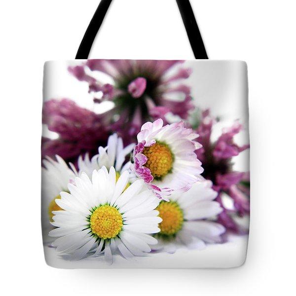 Daisies In Clover Tote Bag by Terri Waters