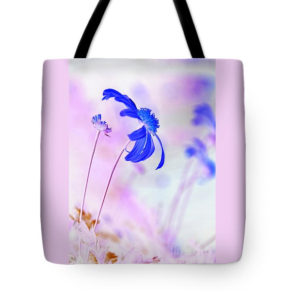 Daisy In Blue Tote Bag by Kaye Menner