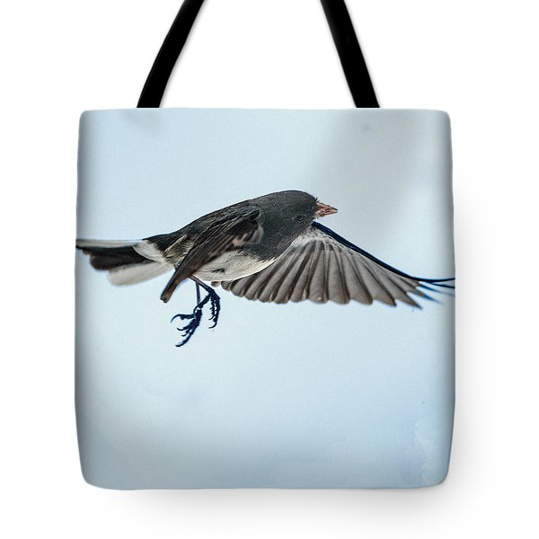 Dark-eyed Junco Flying Tote Bag