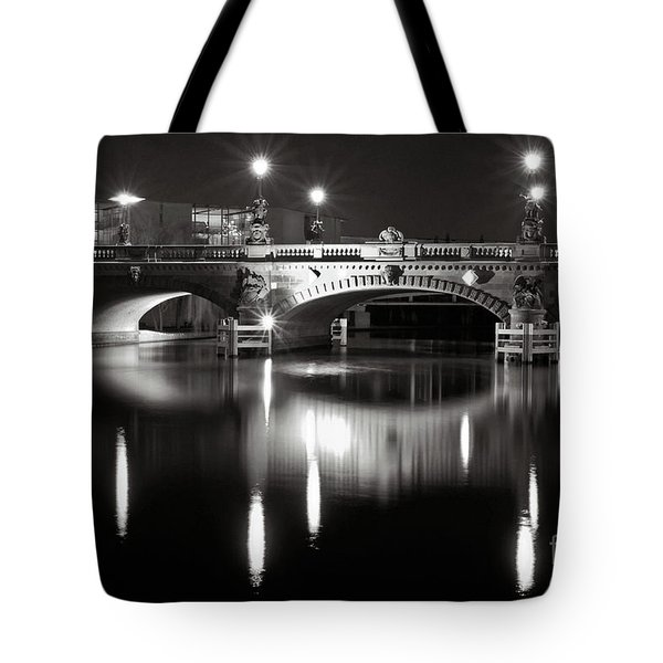Tote Bag featuring the photograph Dark Nocturnal Sound Of Silence by Silva Wischeropp