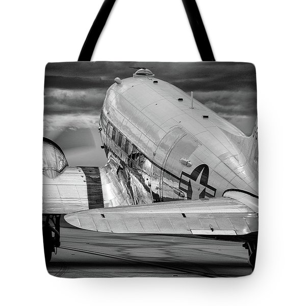 Dc3 Taxiing For Departure Tote Bag