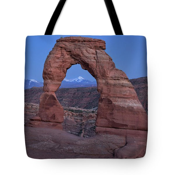 Delicate Arch At Twilight Tote Bag
