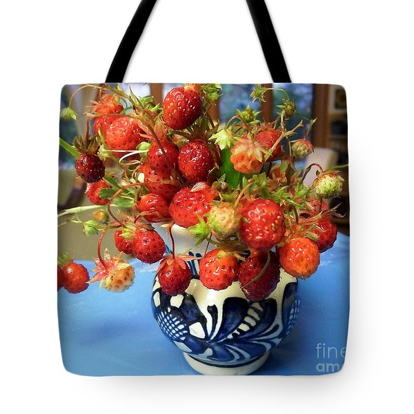 Tote Bag featuring the photograph Delicate by Vicky Tarcau
