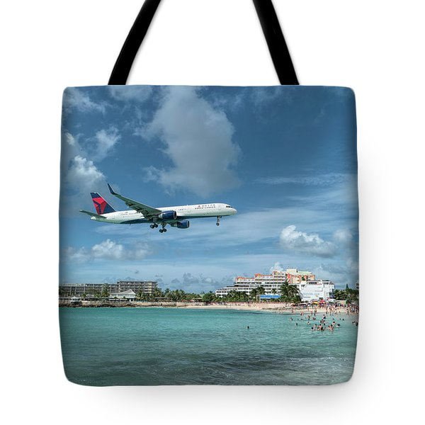 Delta 757 Landing At St. Maarten Tote Bag