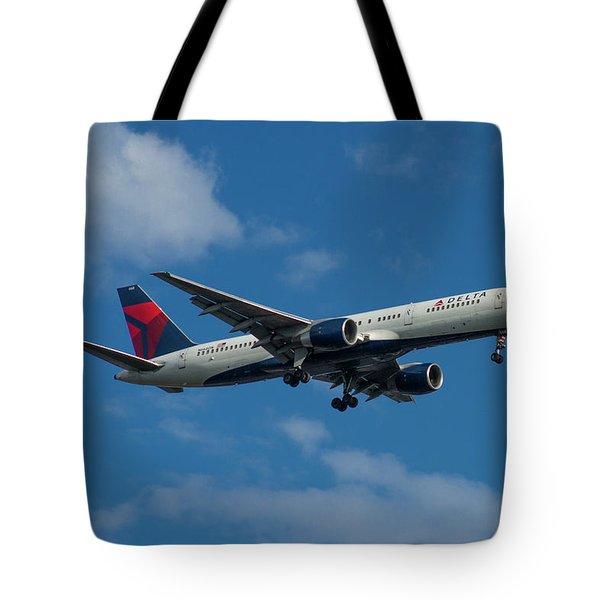 Delta Air Lines 757 Airplane N668dn Tote Bag