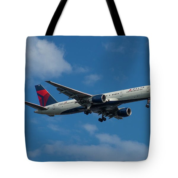 Delta Air Lines 757 Airplane N668dn Tote Bag
