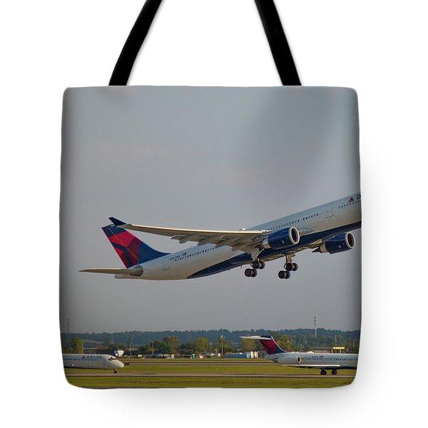 Delta Airlines Jet N827nw Airbus A330-300 Atlanta Airplane Art Tote Bag