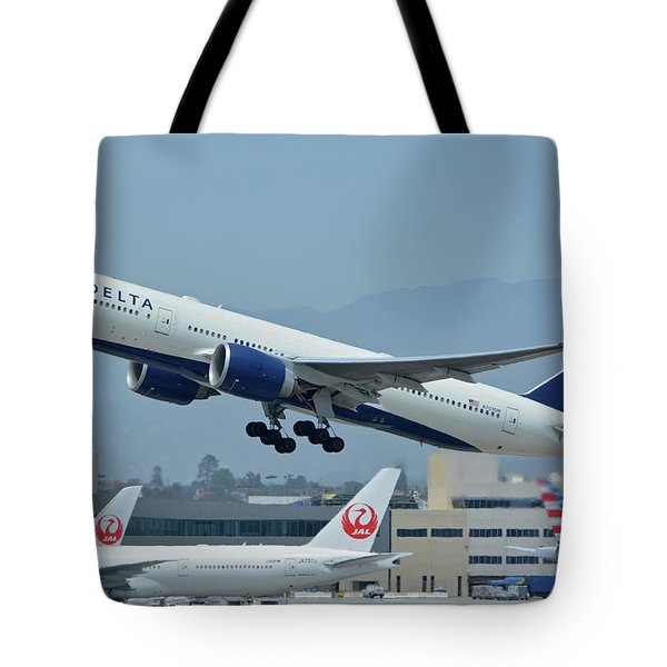 Tote Bag featuring the photograph Delta Boeing 777-232lr N703dn Los Angeles International Airport May 3 2016 by Brian Lockett